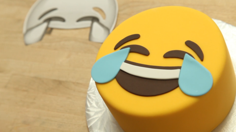 Chocolate Cake Emojis With Adorable Fondant Faces How To Cake It