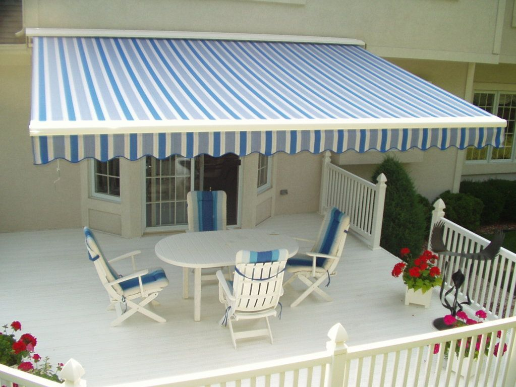 Retractable Awnings Have A Clean Lined And Modern Style That Can Work With Almost Any Architectural Style Or E Retractable Awning Patio Awning Design Your Home