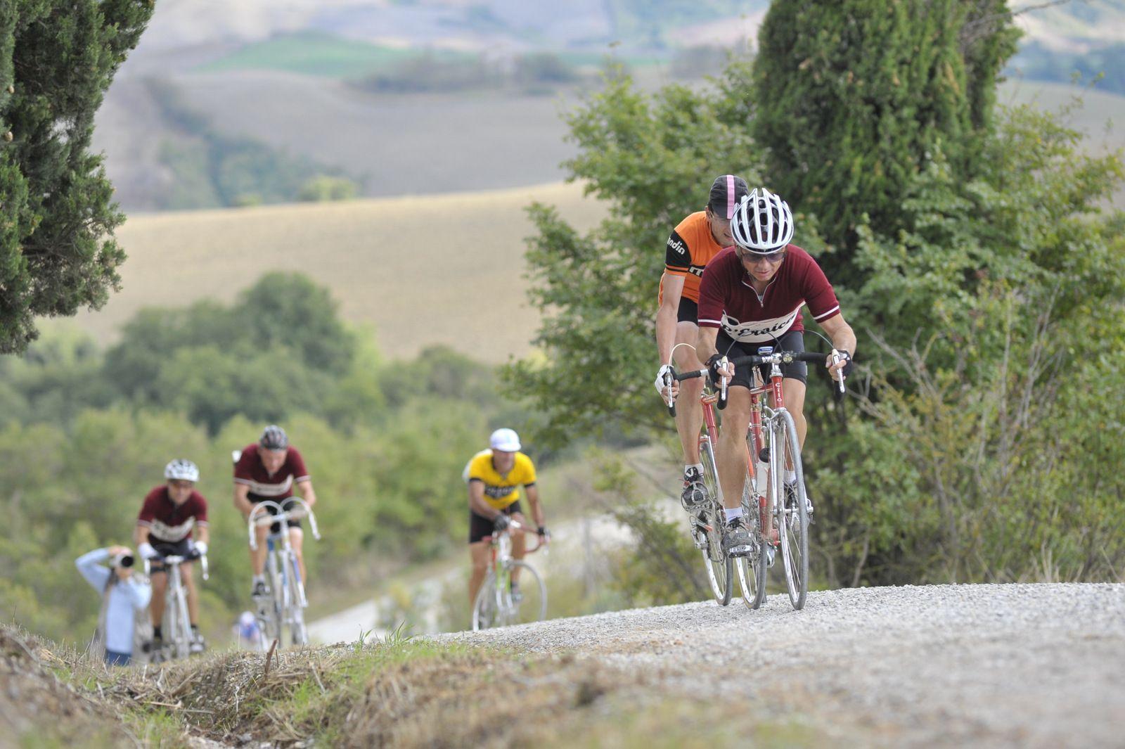 Il favoloso popolo dell'Eroica tira a lucido le amatissime biciclette vintage per l'appuntamento con Gaiole in Chianti e la passione per il ciclismo intramontabile dei campioni che ne hanno scritto la magnifica storia infinita.   Appuntamento il 5 ottobre. Ecco programma e ultime info  http://www.mondociclismo.com/eroica-il-5-ottobre-oltre-cinquemila-partecipanti-programma-e-info-utili-20140914.htm  #Eroica #Eroica2014 #ciclismo #ciclismostorico