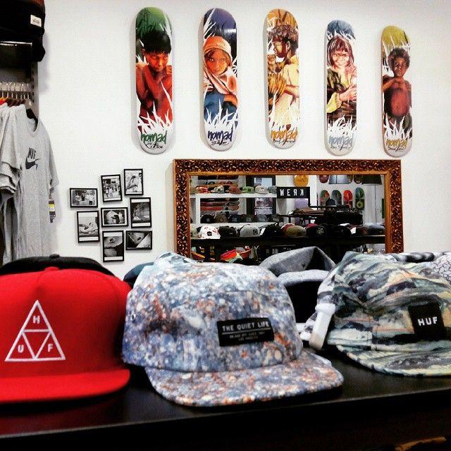 La Dolce Vita Shop, ropa, zapatillas, tablas y accesorios skate en la calle San Lorenzo 24 #zaragoza