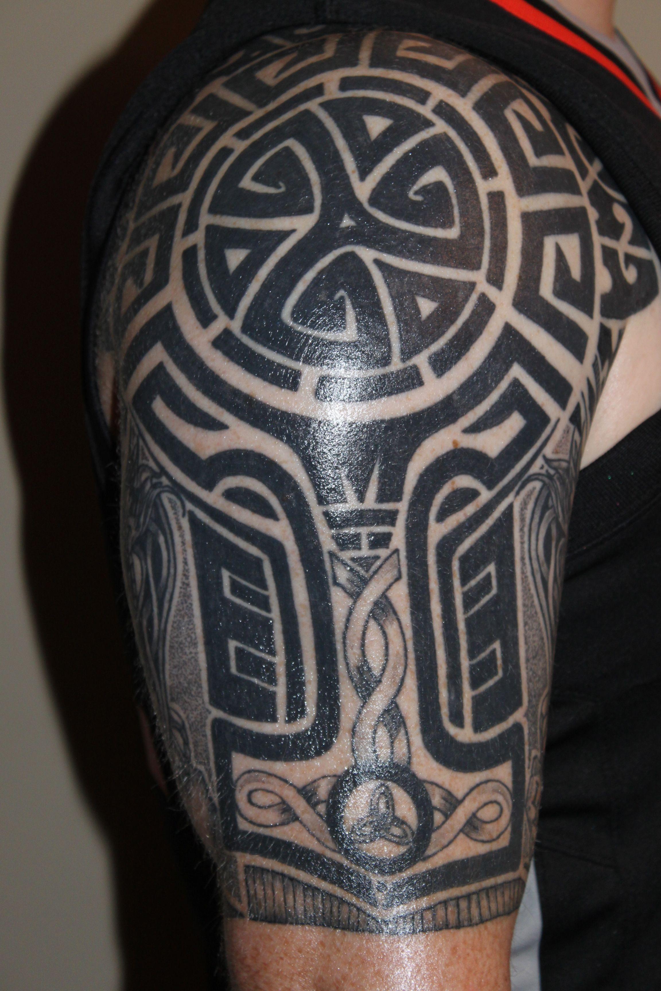Patrick With A Tribal Celtic Half Sleeve Tatuirovki Tatu Dospehi