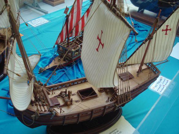"""DSC09560A exposiçao contava também com réplicas das caravelas que participaram da primeira expediçao de Cristóvao Colombo ao continente americano, em 1492. Abaixo, vemos a """"Pinta"""", a mais veloz das caravelas da expediçao."""