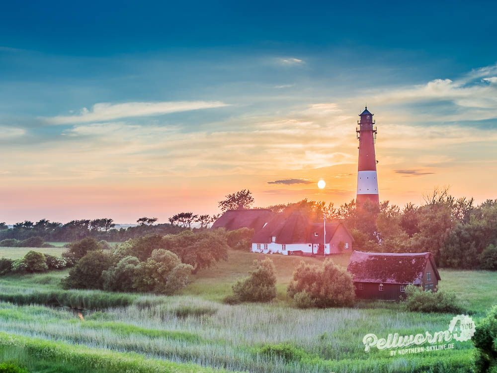 Der Pellwormer Leuchtturm zur goldenen Stunde