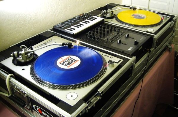 turntables djs weapons home studio music turntable turntable setup. Black Bedroom Furniture Sets. Home Design Ideas