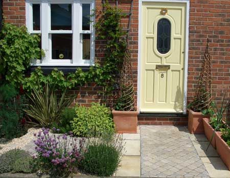 Small front gardens on pinterest front gardens small for Small front garden plans