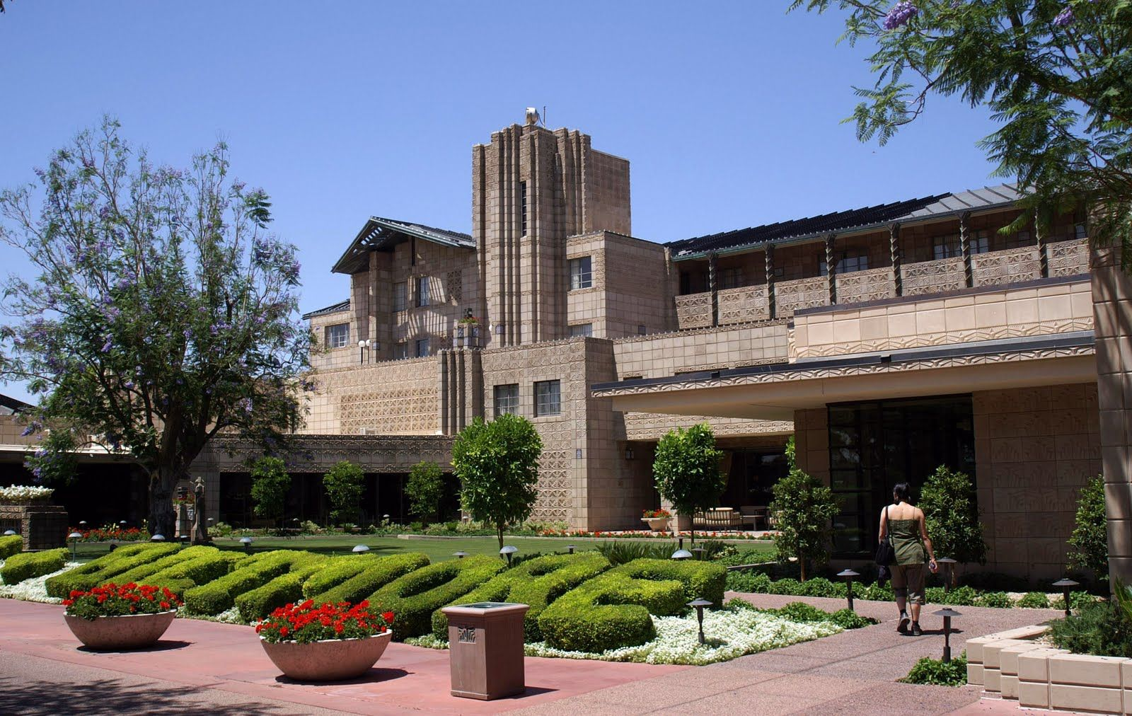 Frank Lloyd Wright Hotel Phoenix . Travel Adventures