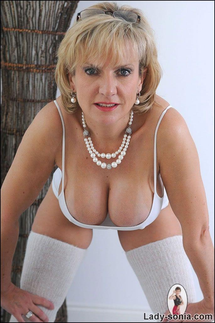 sonia Mature lady