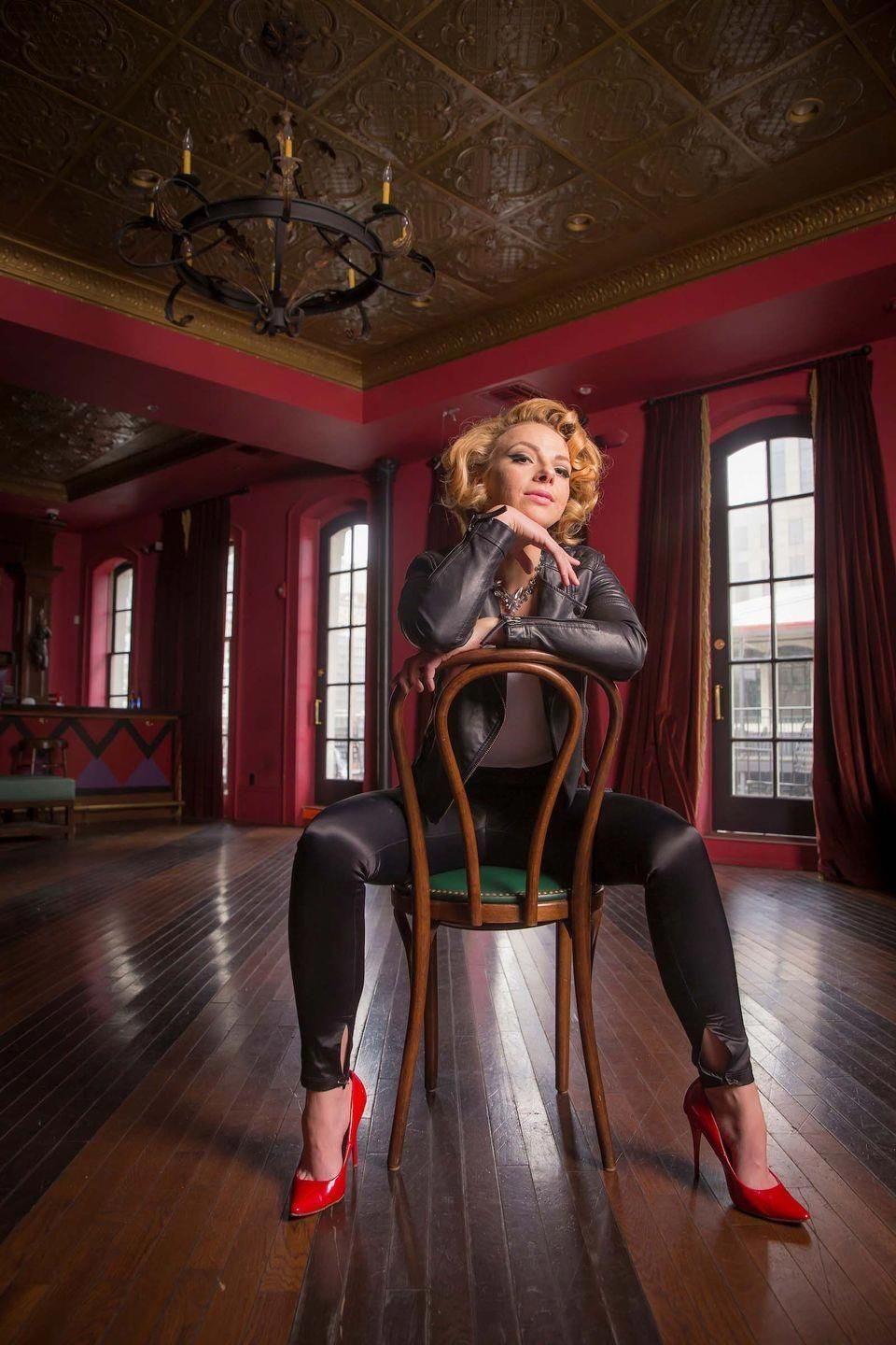 Blues guitarist samantha fish brings her sultry style to