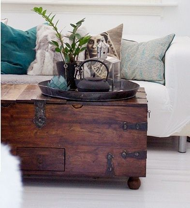Linda composio de almofadas Wooden chest Coffee and Living rooms