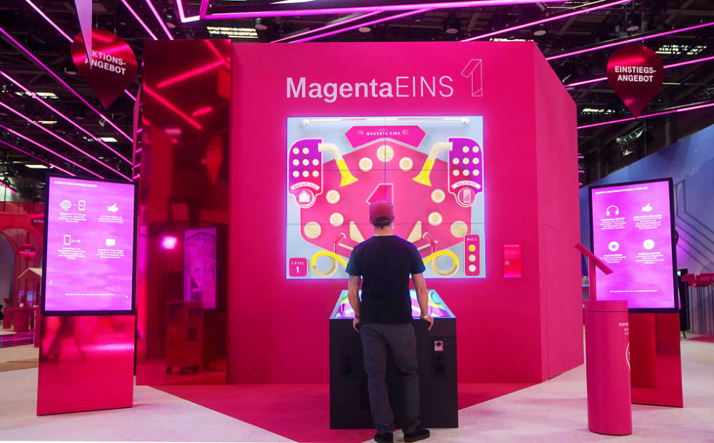 For Deutsche Telekom We Developed Two Interactive Games To Highlight Two Of Their Products During The In In 2020 Interactive Interactive Game Interactive Installation