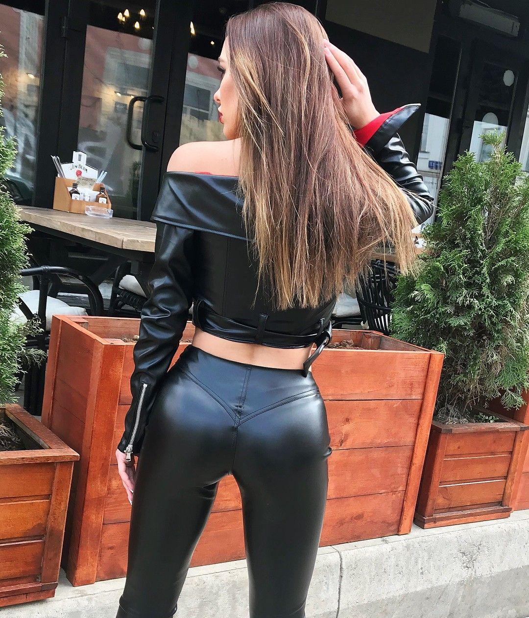 Amateur shiny leather pants butt