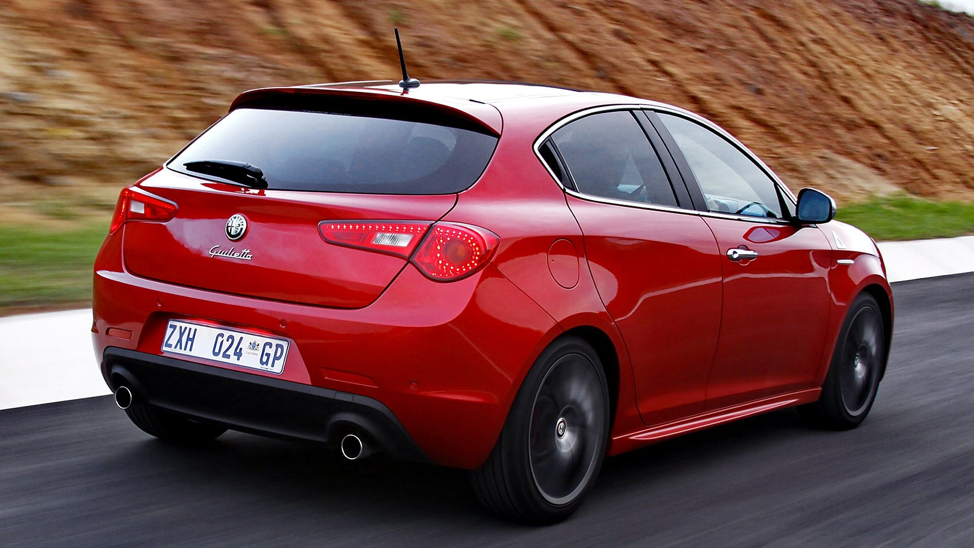Alfa romeo giulietta quadrifoglio verde in red color hd wallpapers from www