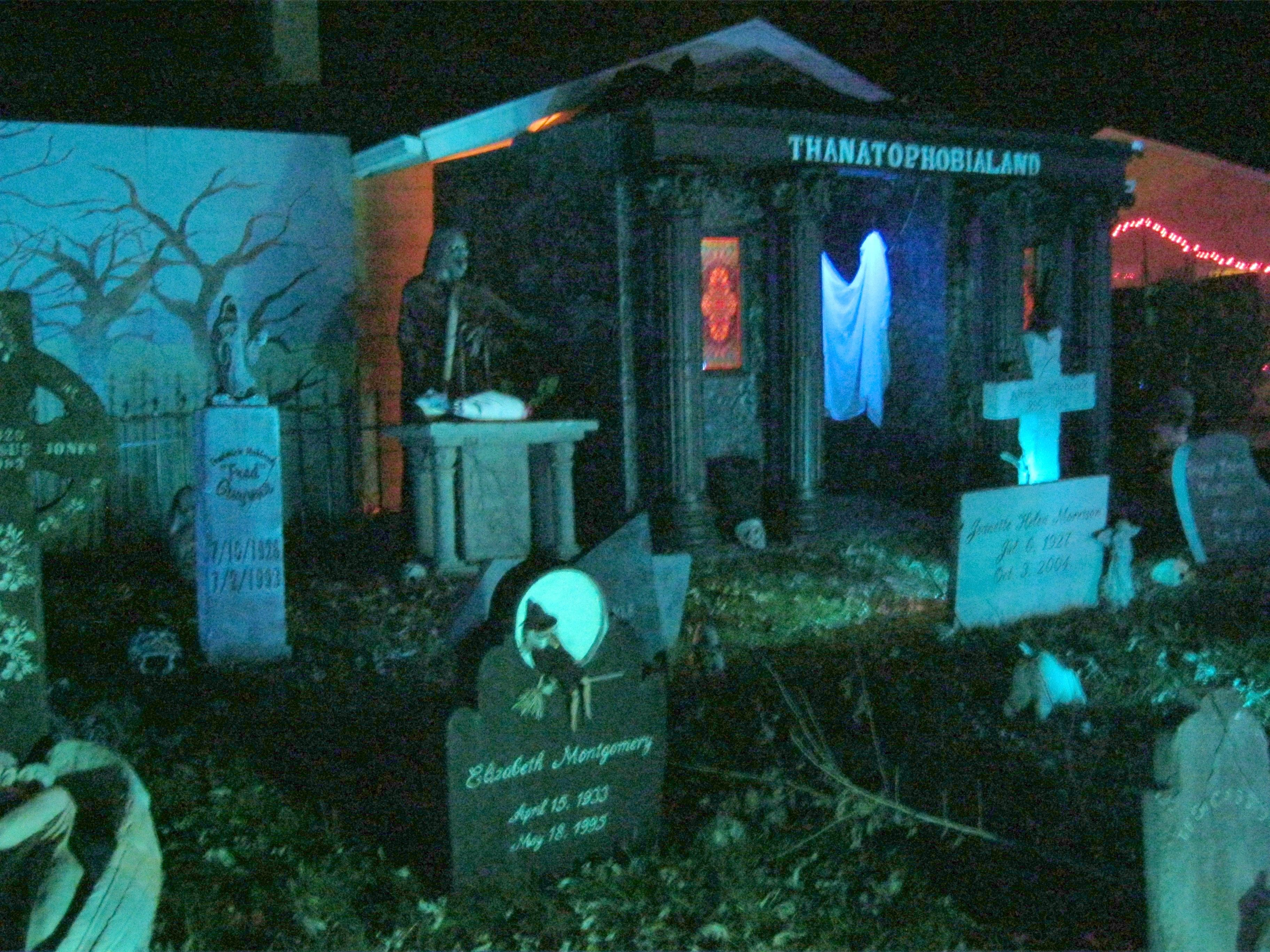 Graveyard With Images Halloween Projects Halloween