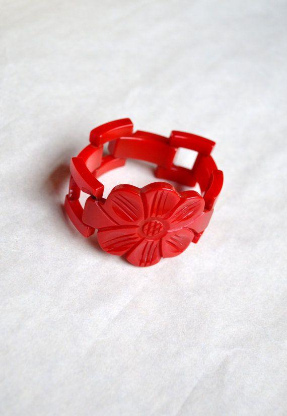 1930s 40s Rare cherry red Bakelite gate link bracelet with carved flower