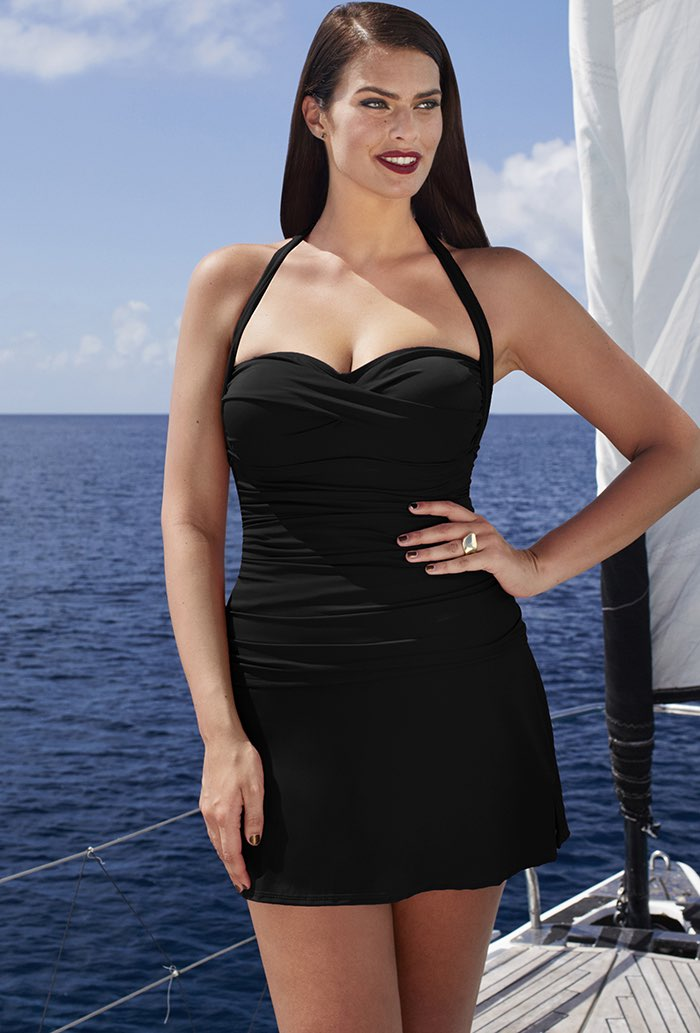 fb66eaac915c4 The Tropiculture woman doesn t buy swimwear with the need to be noticed