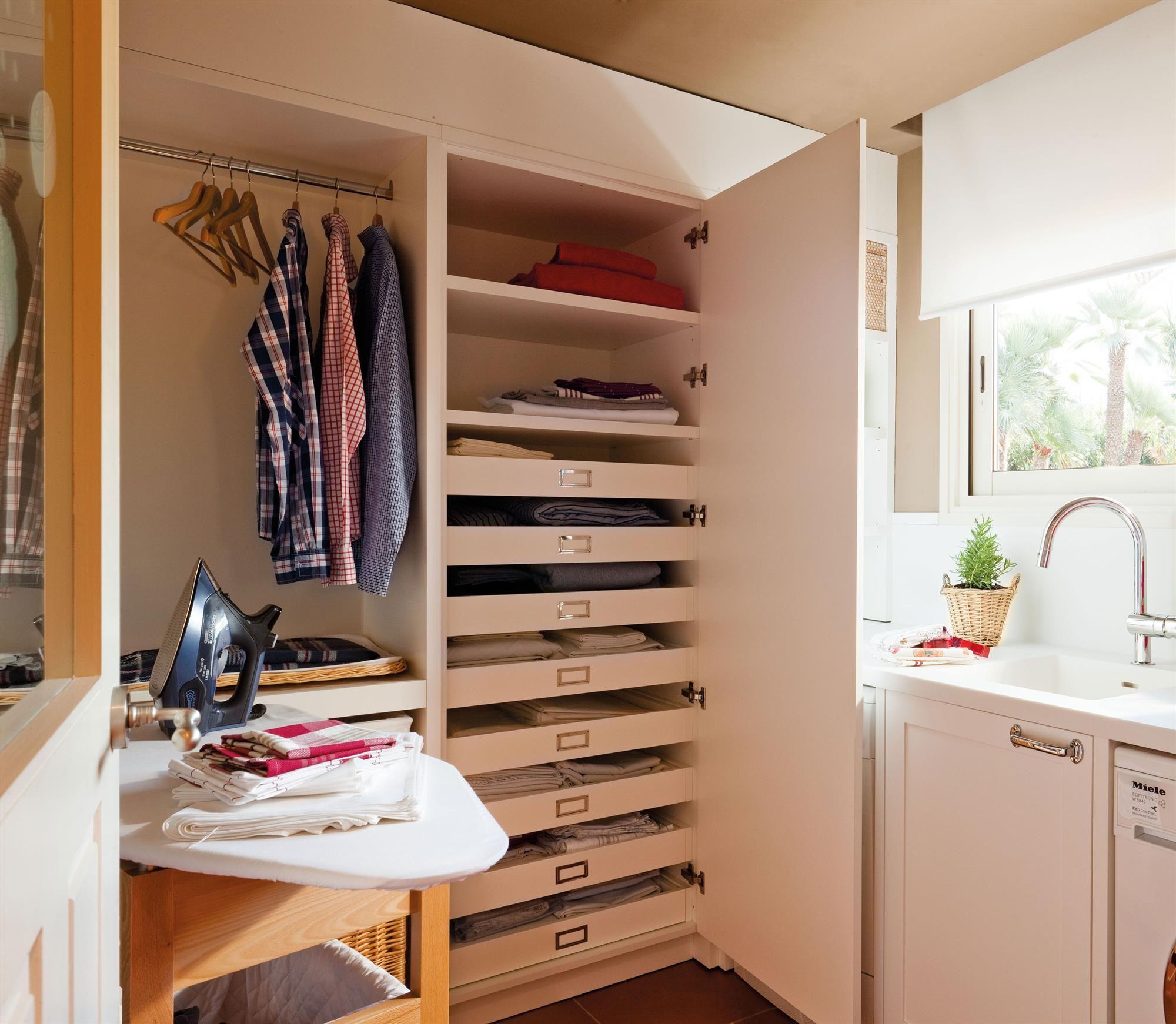 Planchador con armario donde esconder la plancha, colgar o guardar la ropa en cajones 00340785