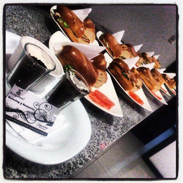 SARATOGA EVENTOS Realizamos Desayunos Ejecutivos a Empresas! Contactanos y conoce nuestro menu!  Contactanos: Twitter: @Saratogaeventos Fb: https://www.facebook.com/Eventos.Saratoga Whatsapp: 0991785689 http://saratogaeventos.weebly.com/