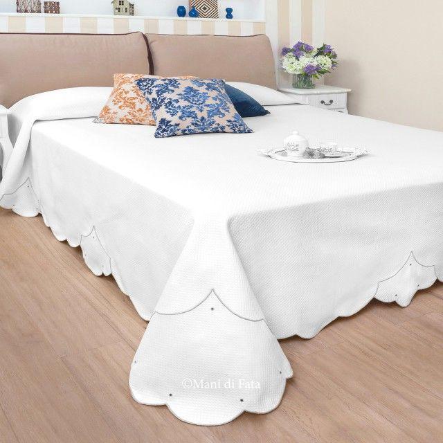 Copriletto Piquet Matrimoniale Bianco.Piquet Di Cotone Bianco Disegnato Per Realizzare Il Copriletto Matrimoniale Ricamato A Punto Festone Finizione Pallini Copriletto Cotone Bianco Matrimoniale