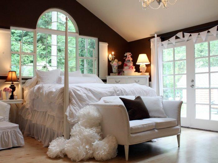 Schlafzimmer Dunkel ~ Einrichtungsideen schlafzimmer weißes sofa dunkle wände fenster