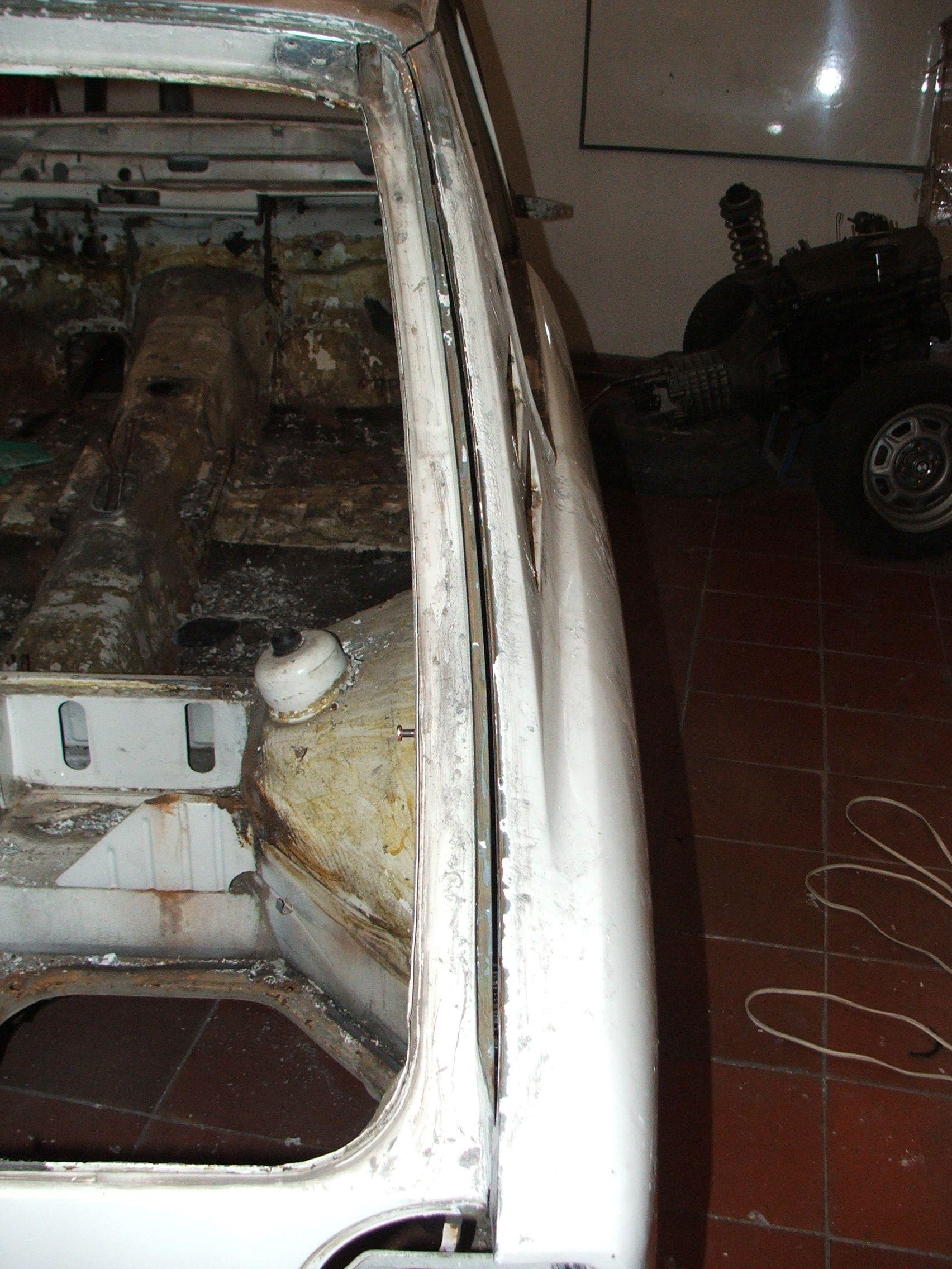 Rear right body panel cut