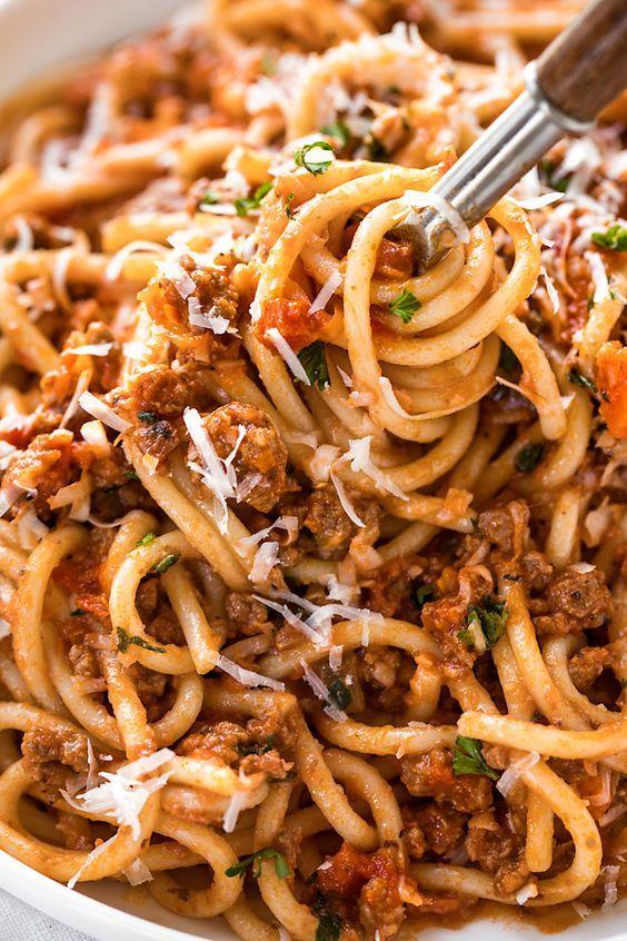 Spaghetti Bolognese Spaghetti Breakfast Healthy Recipes Dinner Recipes Crockpot Recipes Meatbal Spaghetti Recipes Spaghetti Bolognese Recipe Bolognese Recipe