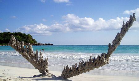 Lightning strike at the beach | Sand sculptures, Sand castle, Building sand