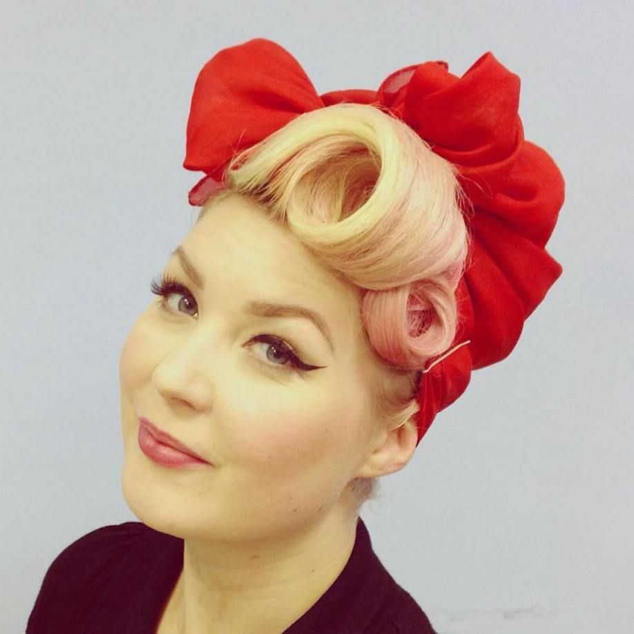 40 Pin Up Hairstyles For The Vintage Loving Girl Updo Modern And