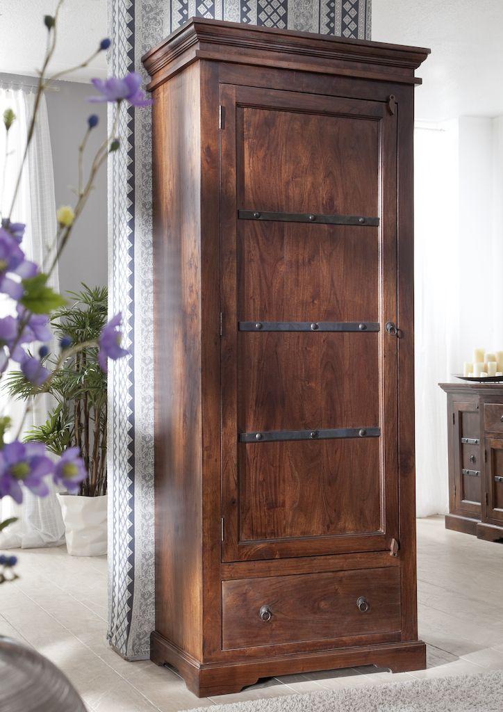 schrank der oxford serie der kolonialstil vereint gekonnt klassische elemente und kulturelle. Black Bedroom Furniture Sets. Home Design Ideas