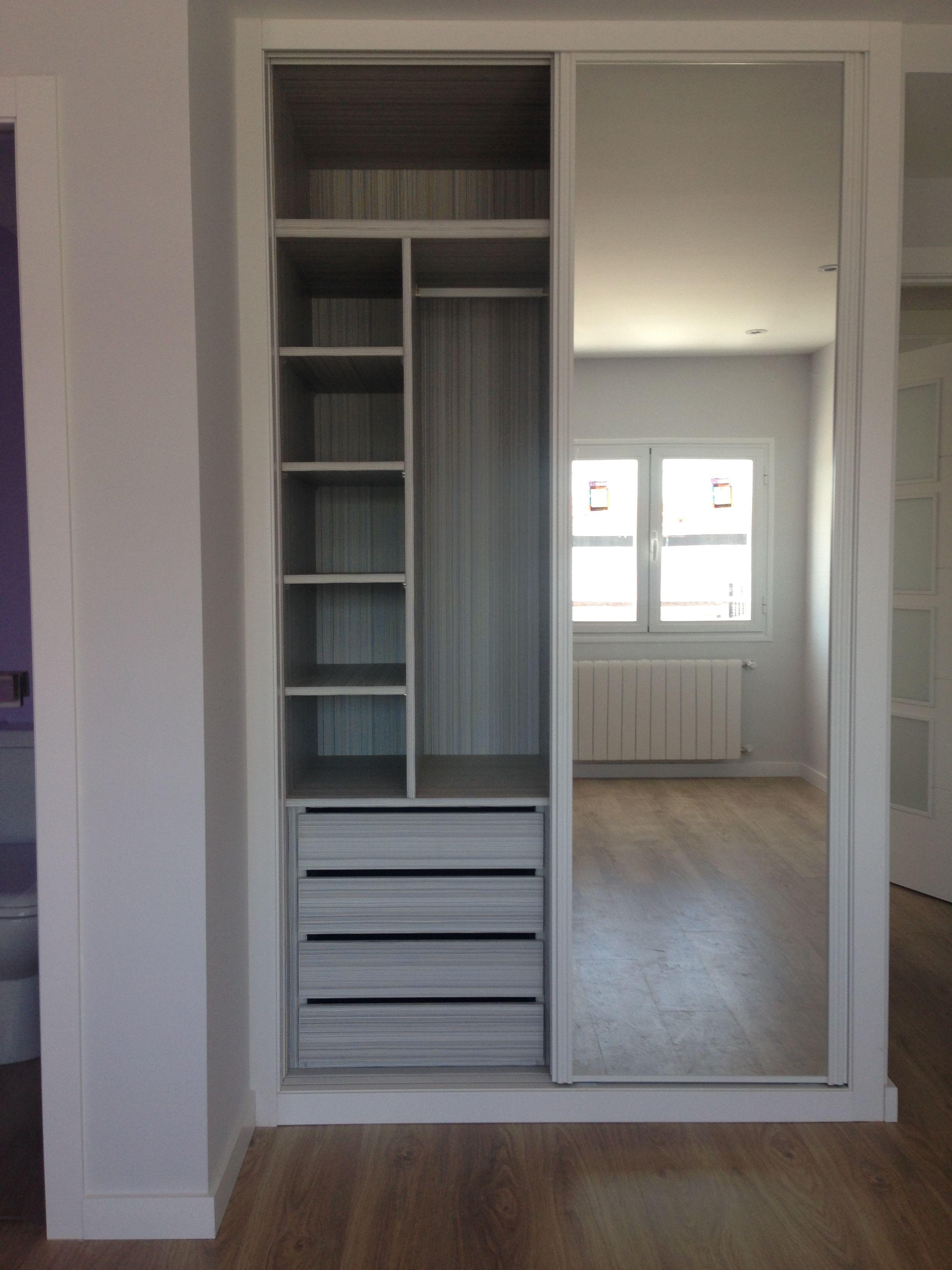 Reformaplus armario lacado con espejo e interior dise o for Armario con espejo