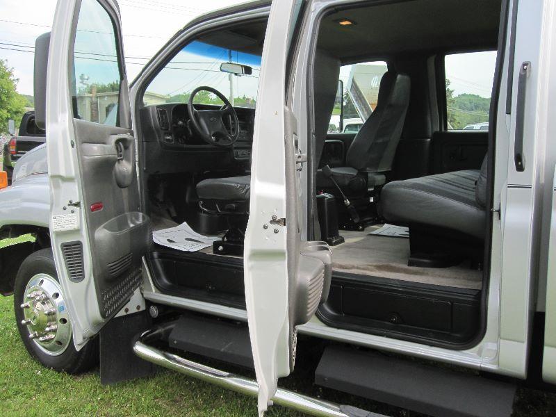 2004 chevrolet kodiak c4500 crew cab w monroe pickup box