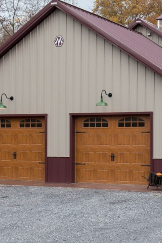 There Are Basically Two Major Types Of Pole Barns Metal Pole Barns And Wood Pole Barns As Their Names Metal Pole Barns Pole Barn Homes Building A Pole Barn