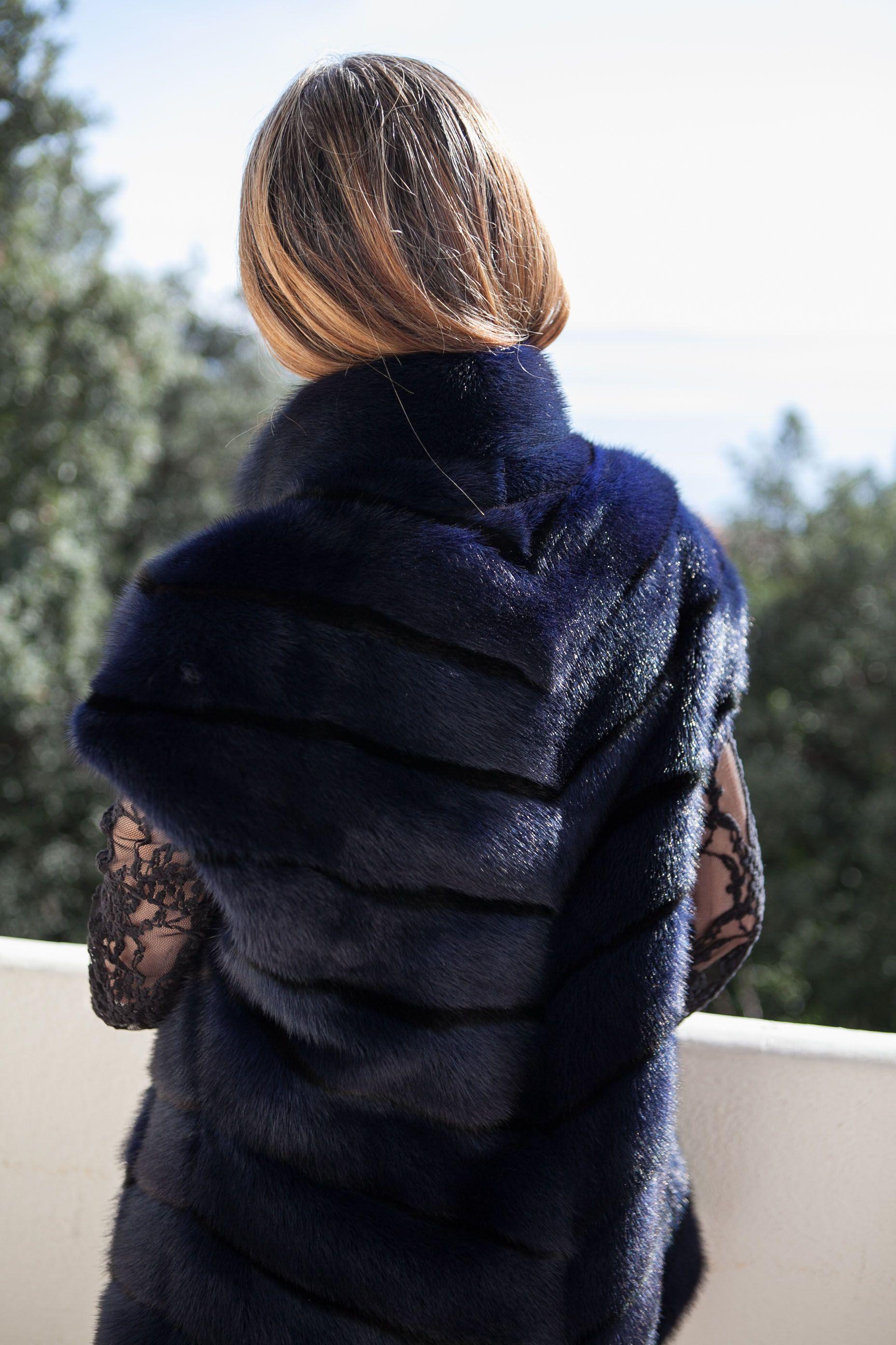 gilet de vison sans manches bleu marine saga furs vestes. Black Bedroom Furniture Sets. Home Design Ideas