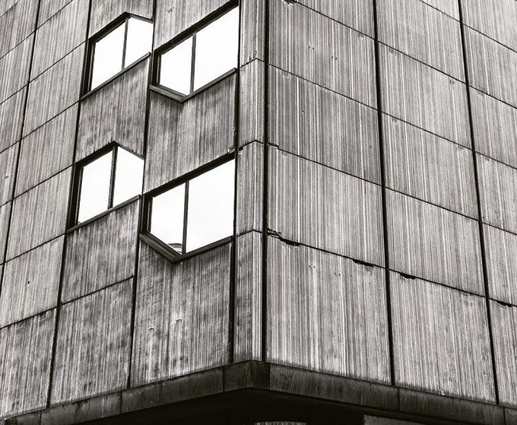 """Post-Hochhaus, built 1976, now Commerzbank Trading Centre #frankfurt #brutal_architecture #brutalism #modernarchitecture #modernism #modernist #modern…"""