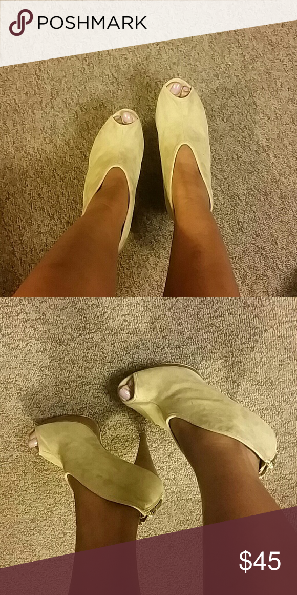 💥2 day sale 💥Beige heels An item that can be dressed up or down. Prefect for the spring and summer season. Can go with anything from jeans, skirts, shorts, to leggings.  An item that has been worn previously. Show minor wear and tear. Was $ 45 Shoes Heels