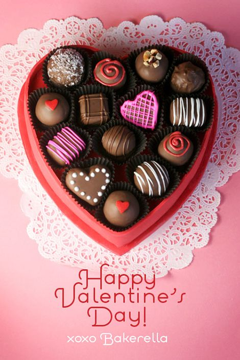 Just the cutest Valentine\'s-Day-Gift-Box entirely made of cake ...