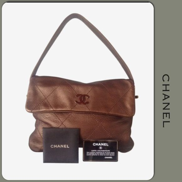 0b8152a3fc16 HP AUTHENTIC CHANEL HANDBAG HP full setAuthentic CHANEL single classic flap  in gold lambskin with SHW from the autumn collection. Produced in 2005 so  its ...