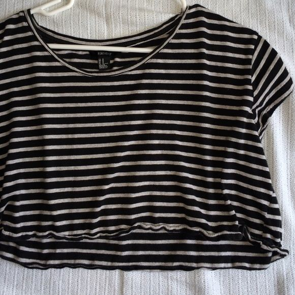 BOXY STRIPED CROP TOP Worn a few times, still in good condition:) Forever 21 Tops Crop Tops