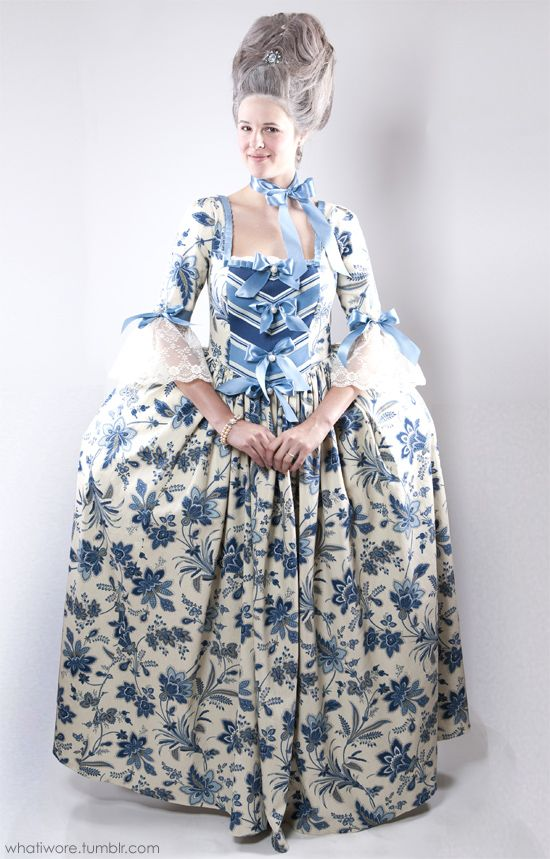 Jessica from What I Wore made this Marie Antoinette costume from scratch! Holy cow!  sc 1 st  Pinterest & Homemade Halloween: Marie Antoinette | Halloween Costumes ...