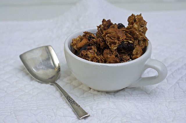 Molasses Cranberry Granola by advinthekitchen, make great gifts. #DIY #holiday gifts