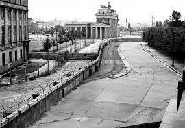 Resultado de imagen para la caida del muro de berlin