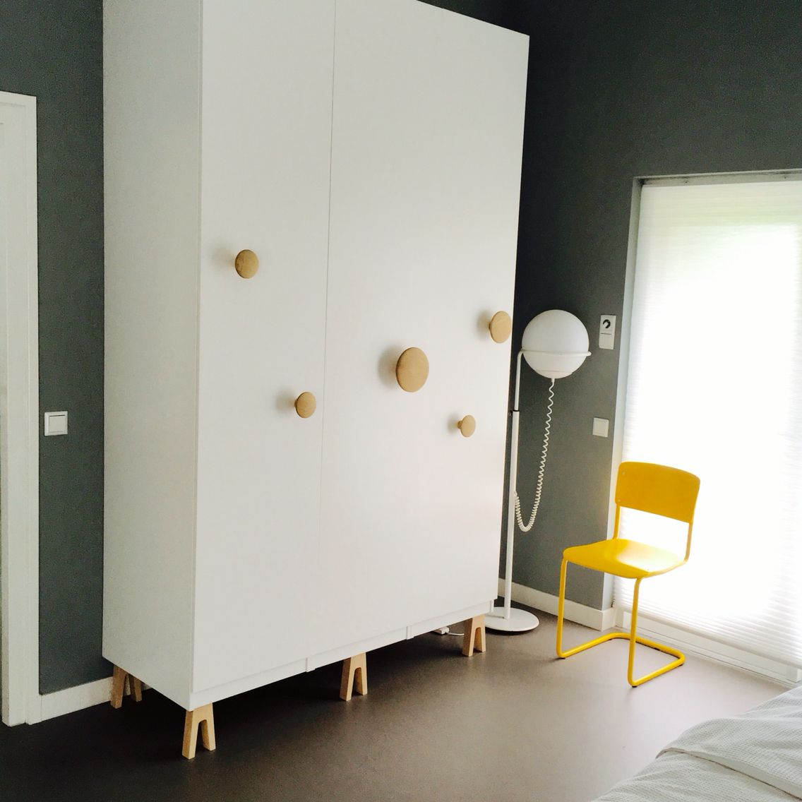 Ikea Schlafzimmer Fronten Ikea Pax Hack With Muuto Dots On Superfront Legs Apt In Side