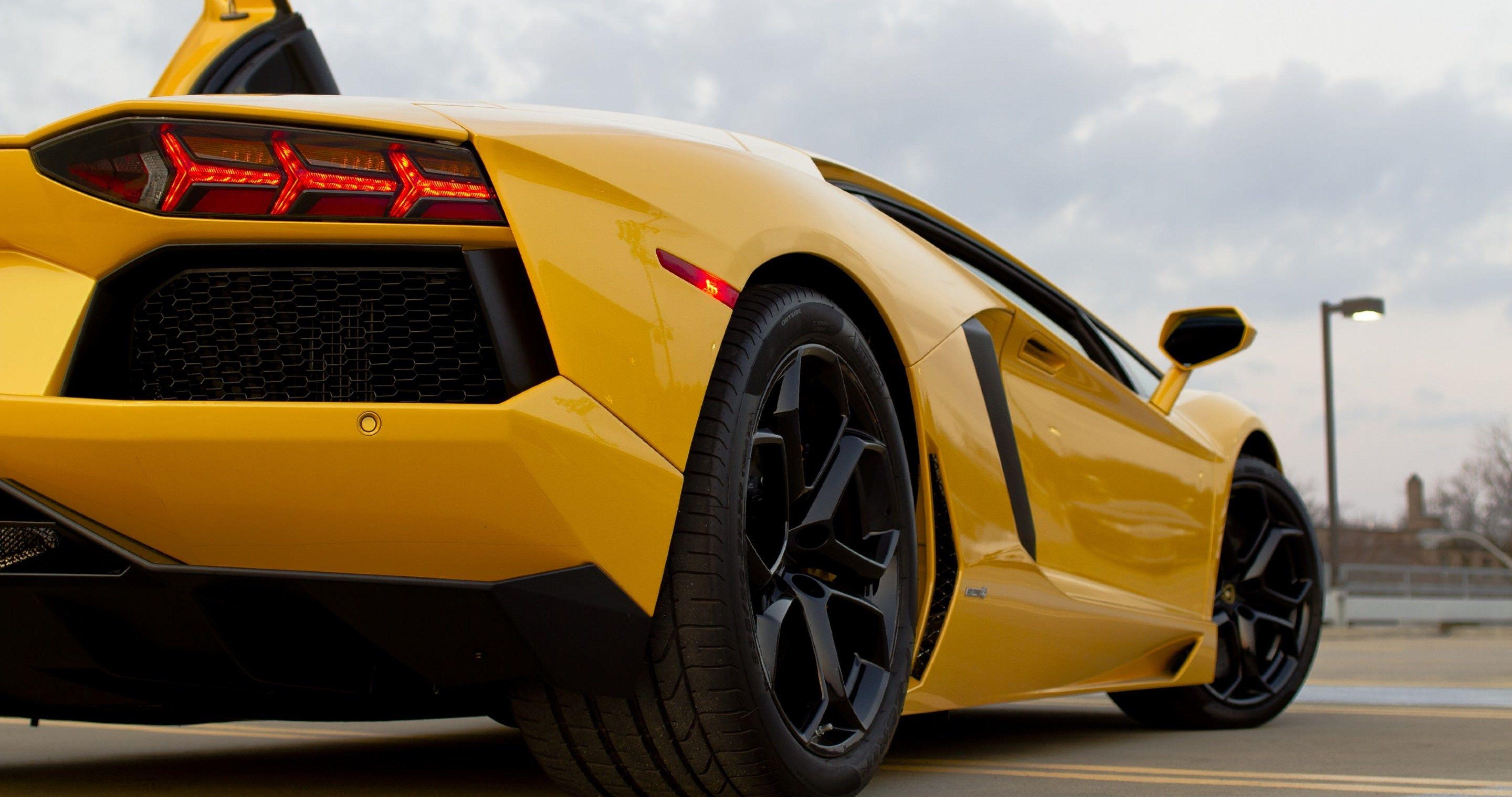Lamborghini Aventador Green 4k Hd Cars 4k Wallpapers: Yellow Lamborghini 4k Ultra Hd Wallpaper