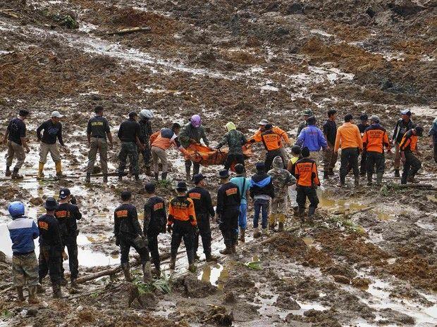 Cazuza: Deslizamento mata 11 e deixa mais de 100 desaparec...