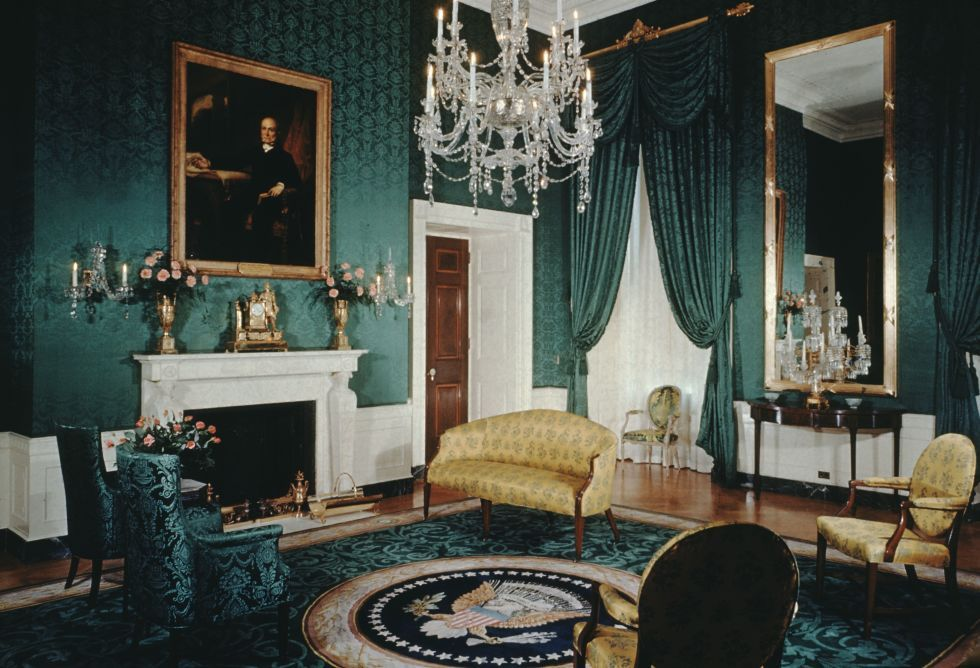 How Past Presidents Have Decorated the White House Melania Trump will soon redecorate the White House, so we decided to look at the past for some home decor inspiration. Take a look at how the White House has been decorated in the past!   This is how the the Eisenhower Administration decorated The Green Room, 1956.
