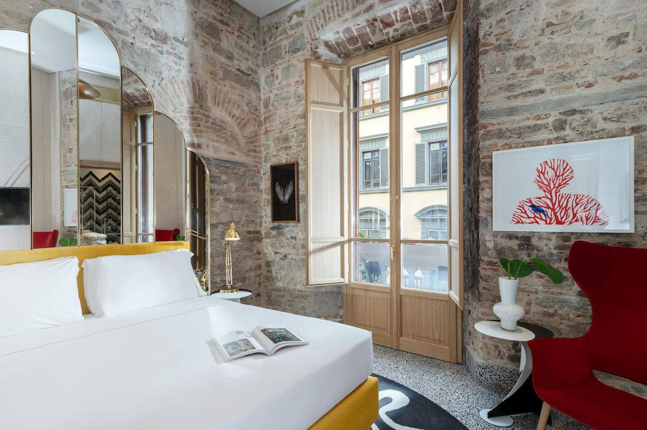 Hotel Calimala Aged Beauty In Florence S Centro Storico Design Milk Hotel Design Central Building