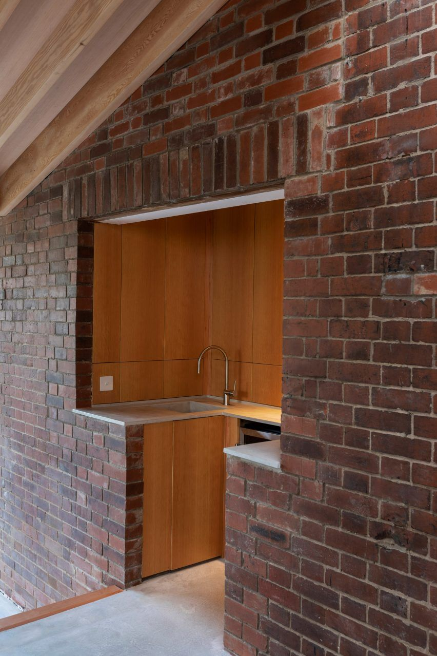 There's also a mini recessed kitchen, lined in Douglas fir joinery, which provides a space for preparing drinks.