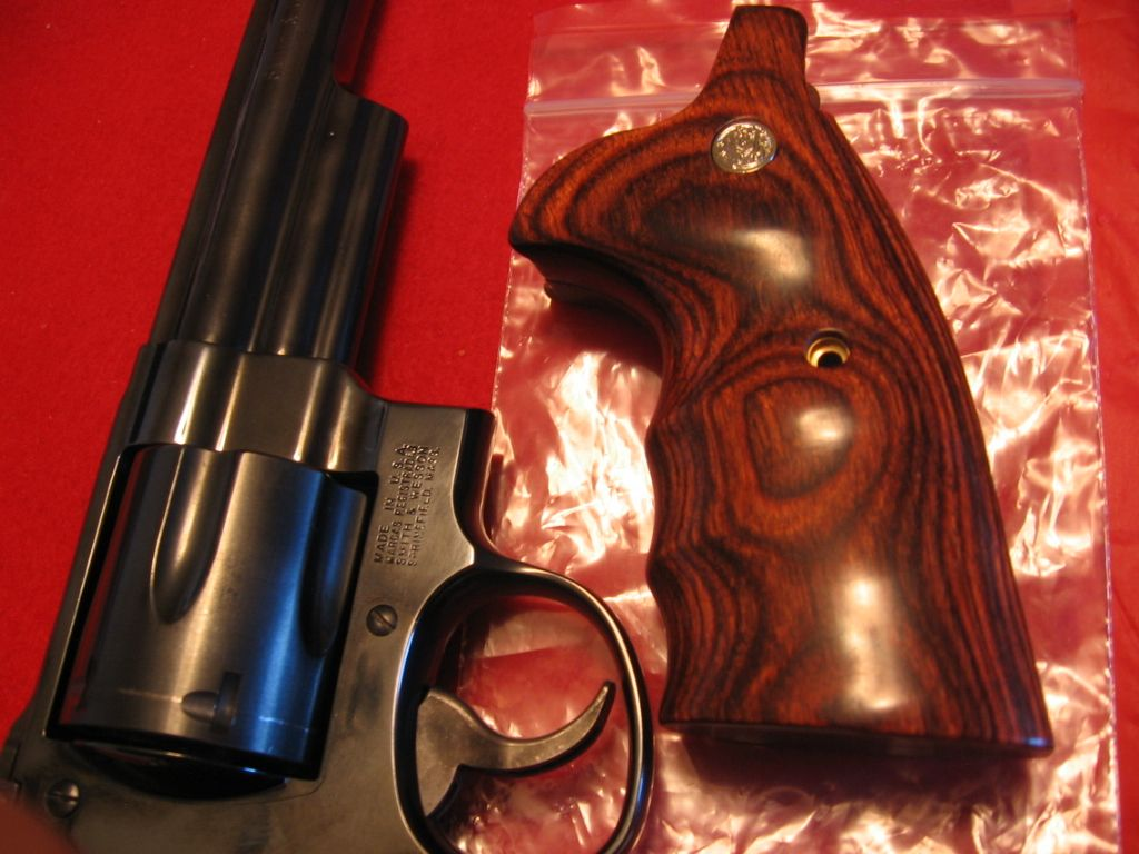 SMITH WESSON N FRAME GRIPS IN HIGH POLISH ROSEWOOD NEXT TO SMITH WESSON CLASSIC MODEL 29 SEE OUR STORE! http://stores.ebay.com/gce-sports