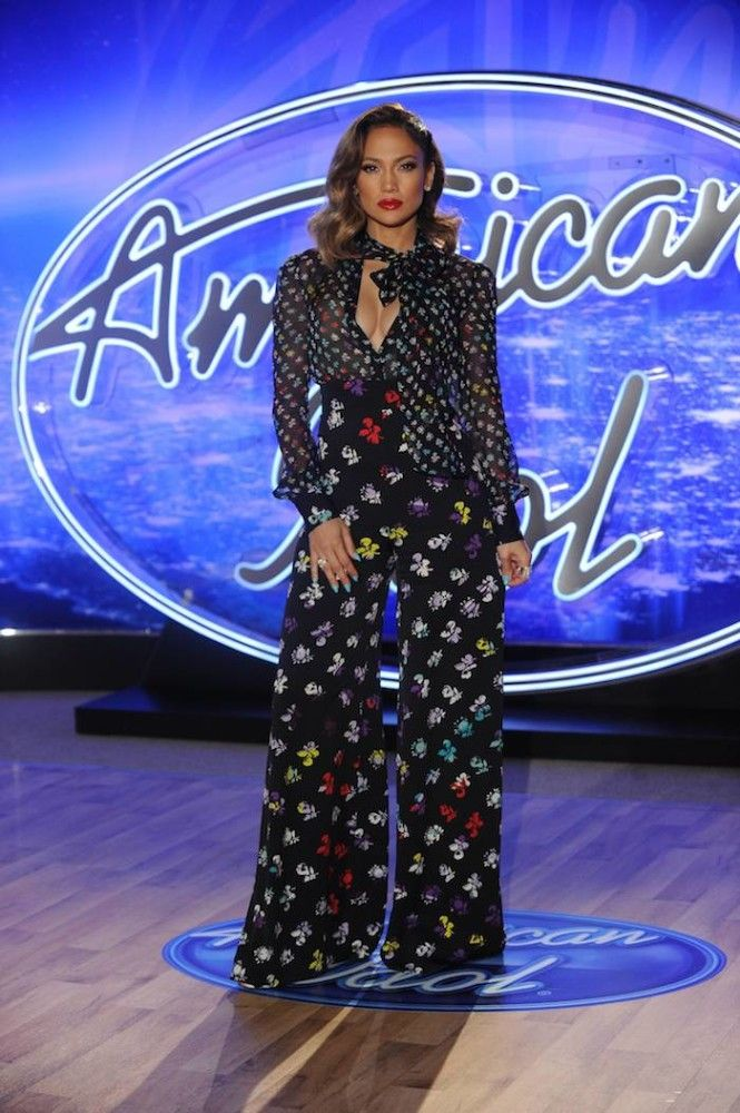 0  Jennifer Lopez's American Idol Diane von Furstenberg Resort 2016 Printed Pussybow Blouse and Pants