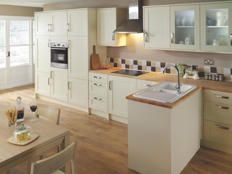 Stamford kitchen plain cream units with wooden worktops for Unit kitchen designs