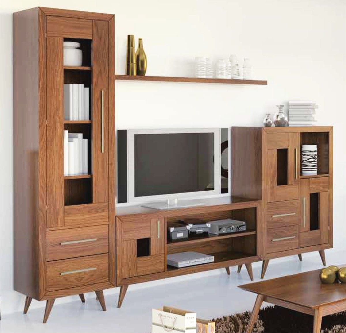 Composición de salón patas vintage madera - pino | Pino, Composición ...
